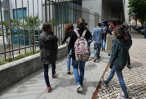 Provas finais: 4.º ano melhora média a Português e 6.º ano baixa notas a Matemática