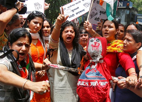 Homem queimou mulher e filha por falta de dote na Índia