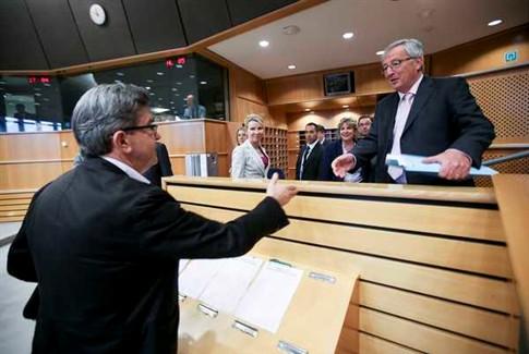 Juncker admite erros na gestão da crise e quer mais justiça social