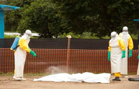 Serra Leoa declara estado de emergência devido ao surto de Ébola