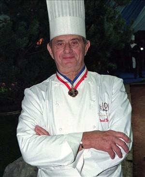"""Precursor da """"nouvelle cuisine"""" hospitalizado em França"""