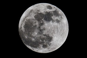 """Equipa internacional descobre """"idade"""" da Lua"""