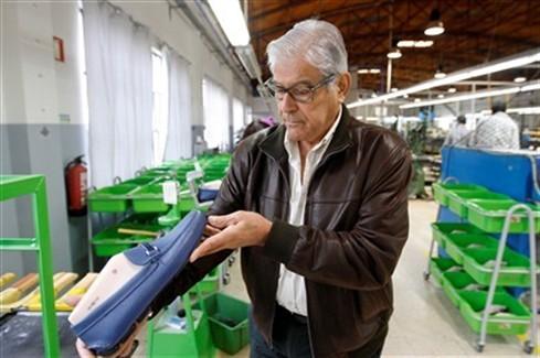 A família portuguesa que faz sapatos para a Prada