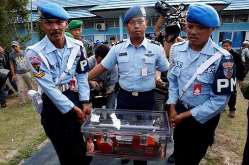 Recuperada uma das caixas negras do avião da AirAsia