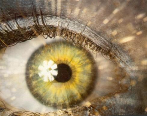 """A """"moda"""" de mudar a cor dos olhos pode cegar"""