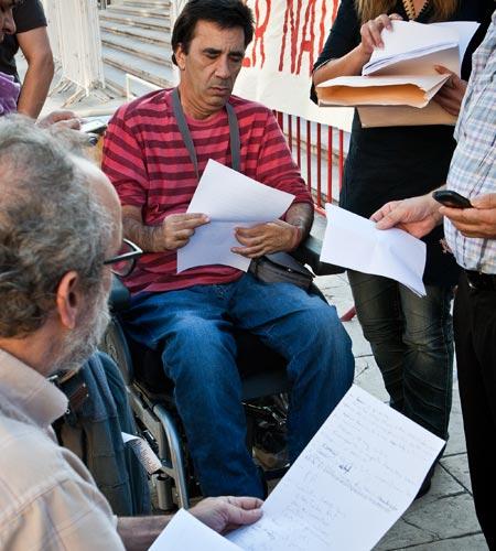 Governo promete alterar regras de apoio financeiro às pessoas com deficiência