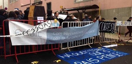 Bolseiros exigem em São Bento demissão do Governo