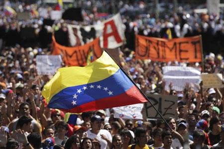 Nicolás Maduro chama venezuelanos a «tomar as ruas» para derrotar «fascistas»