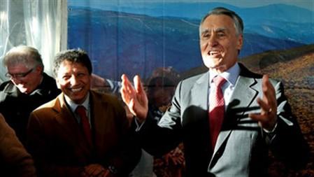 Cavaco diz que Portugal é um dos países que fez e fará maiores doações à Grécia