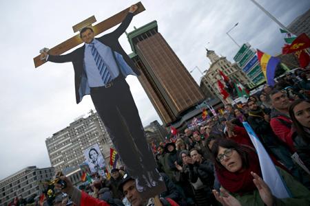 Milhares de pessoas protestam contra a austeridade em Madrid