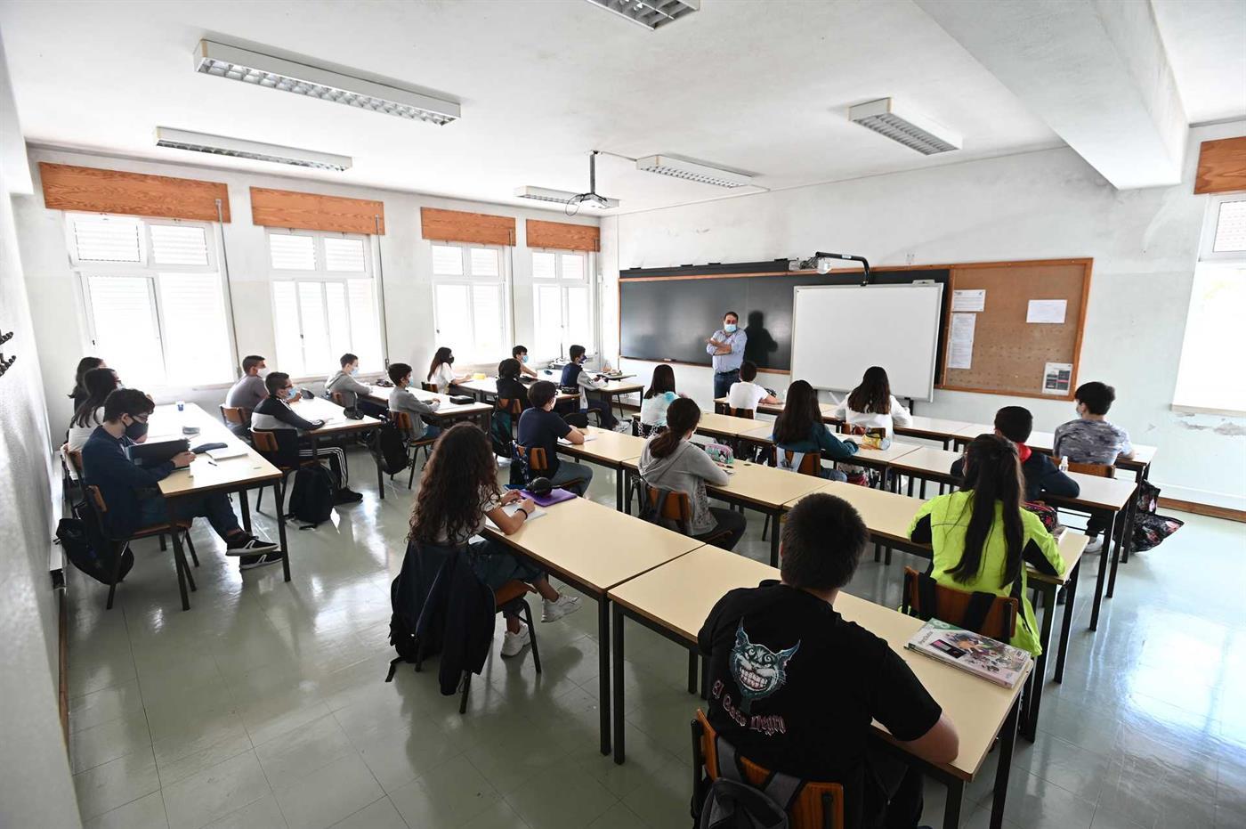 Cada turma tem no máximo 22 alunos.