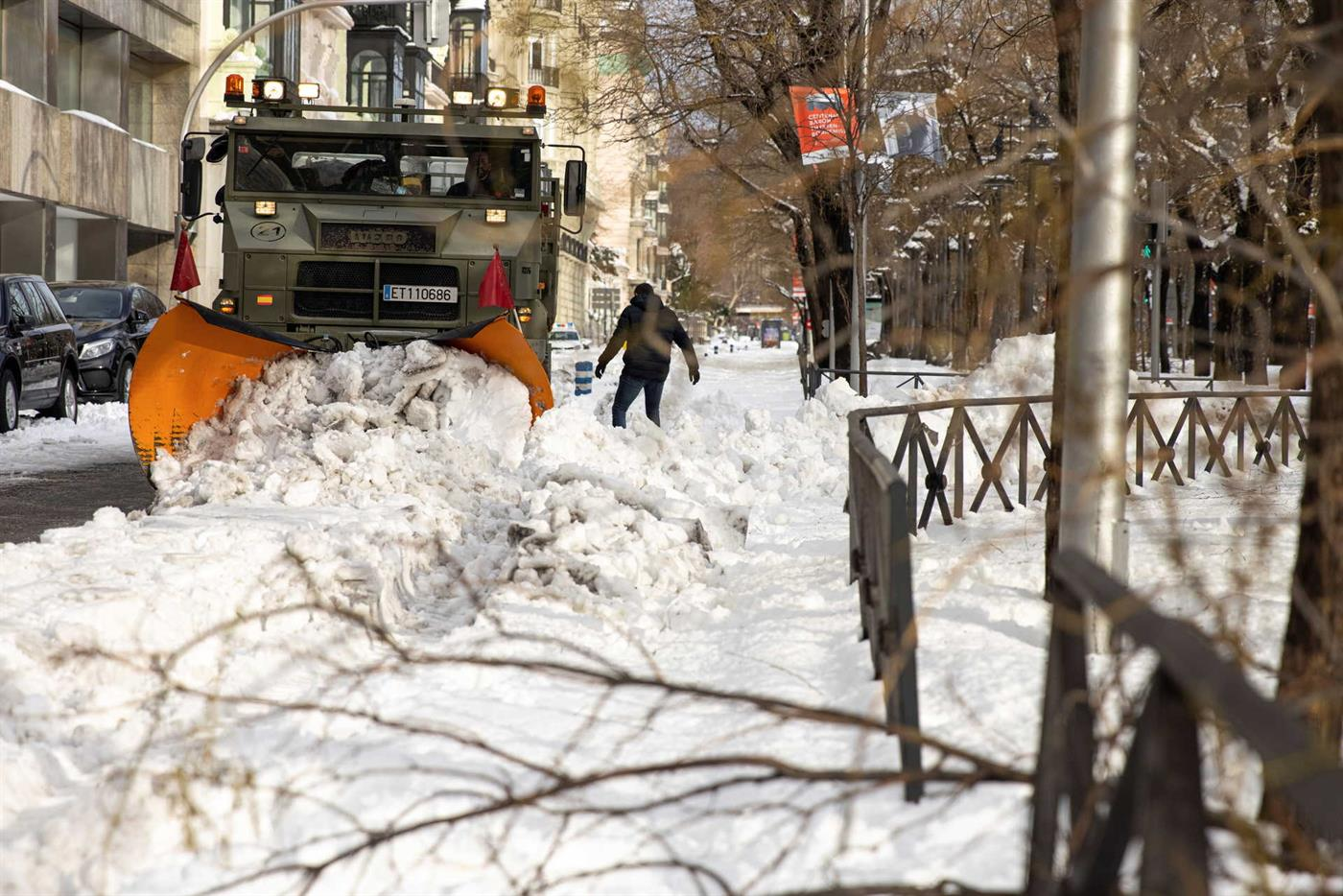 Madrid remains white with snow that has been falling since Friday