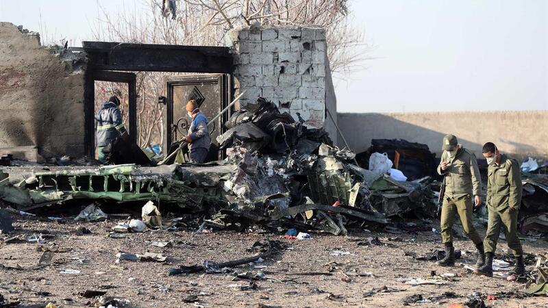 Avião ucraniano com pelo menos 170 pessoas a bordo cai no Irão. Não há sobreviventes