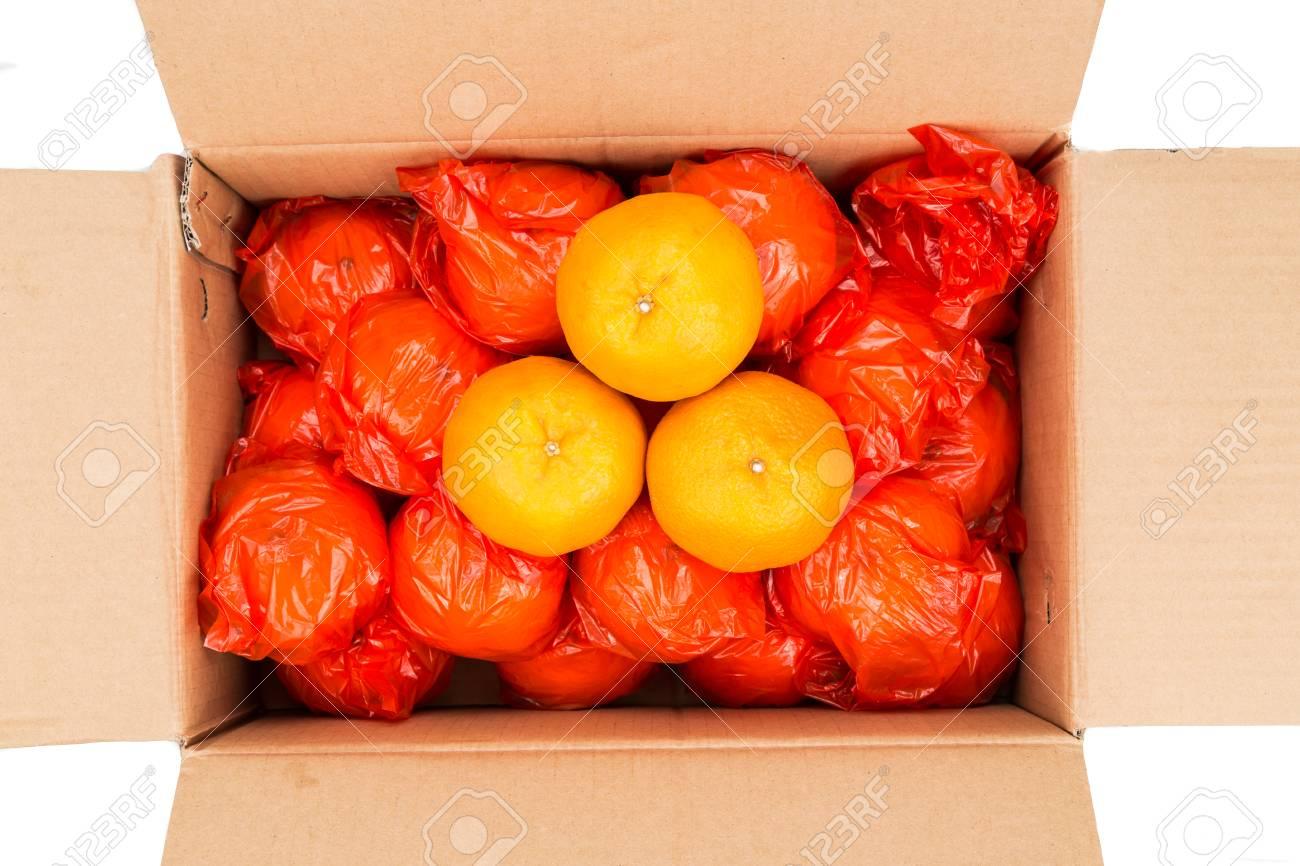 Cem mandarinas três-sóis foram a leilão por um milhão de ienes. A covid não estragou o negócio