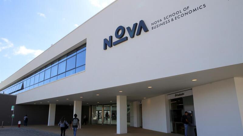 Diretor da Nova SBE tem exclusividade mas ganha 143 mil euros no Santander