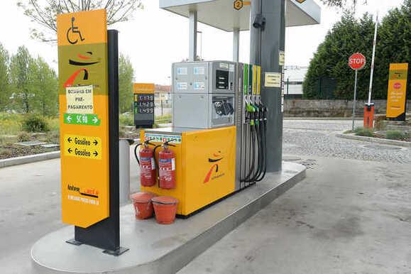 """Resultado de imagem para Gasolineiras do Intermarché abastecidas """"em exclusivo"""" pela Galp e Repsol"""