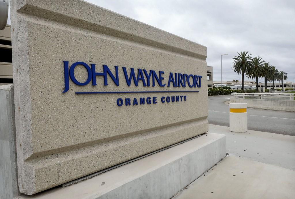 Democratas querem mudar o nome do Aeroporto John Wayne - DN