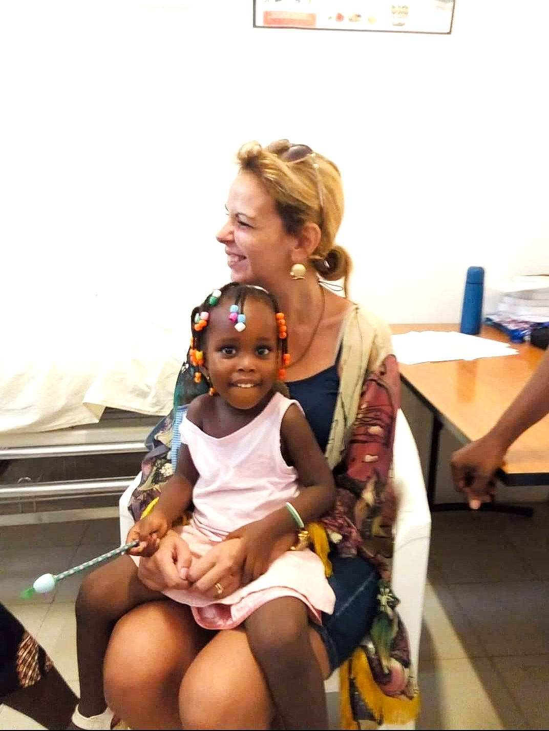 Patrícia e Tiago ensinam português a Betinha, ela ensina-os a ser pais