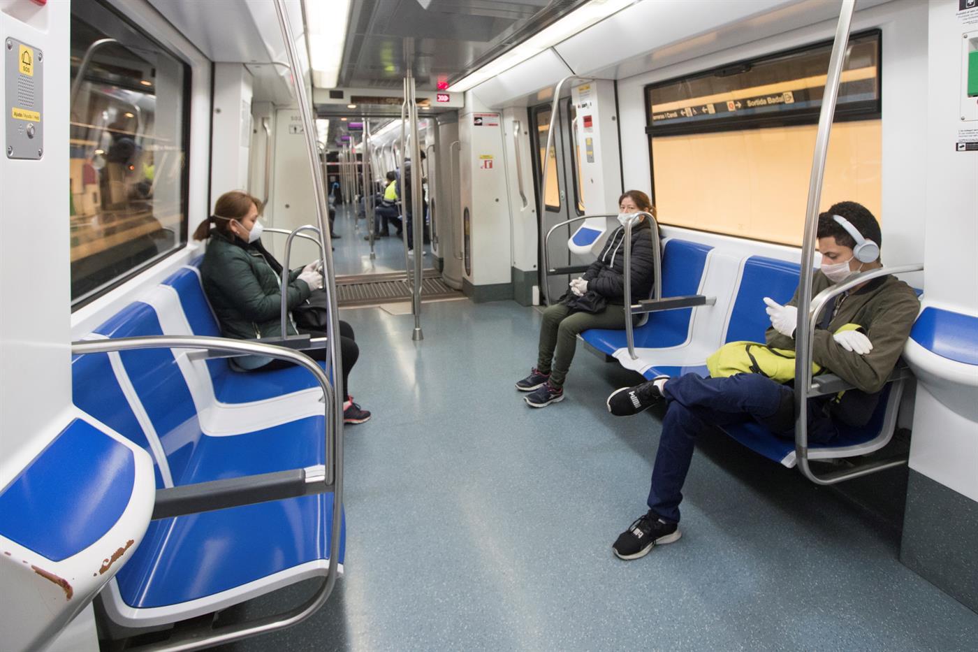 Metro de Barcelona circula quase sem passageiros