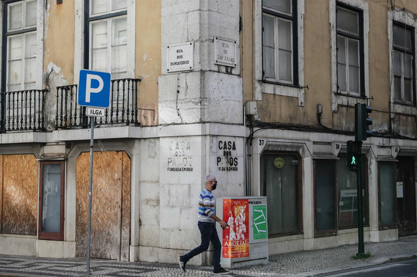 Tourists disappeared and in the downtown Lisbon area stood still