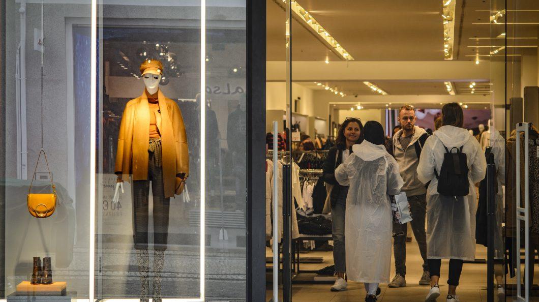 Postal do Algarve | Dona da Zara e Massimo Dutti fechou as