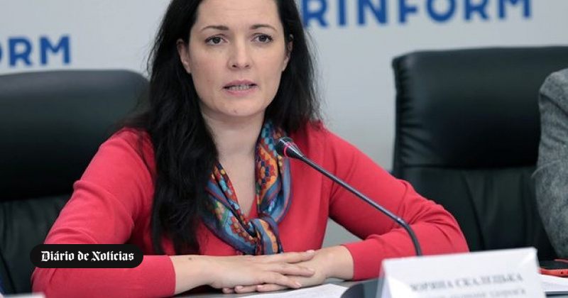 Ministra ucraniana decide ficar em quarentena com repatriados da China por solidariedade