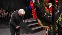O presidente alemão Frank-Walter Steinmeier na cerimónia da deposição de uma coroa no Forum Mundial do