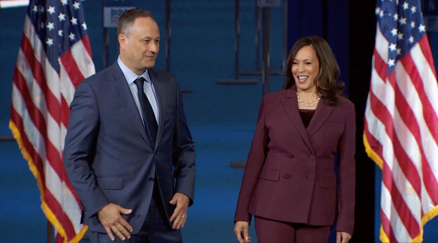 Doug e Kamala na convenção democrata na semana passada.