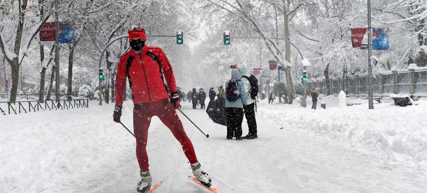 Madrid continua de branco com a neve que tem caido desde sexta-feira
