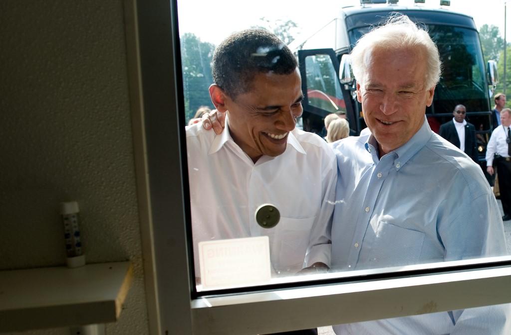 Joe Biden e Obama num dos momentos em que não resistiram ao 'vício' de um geladinho