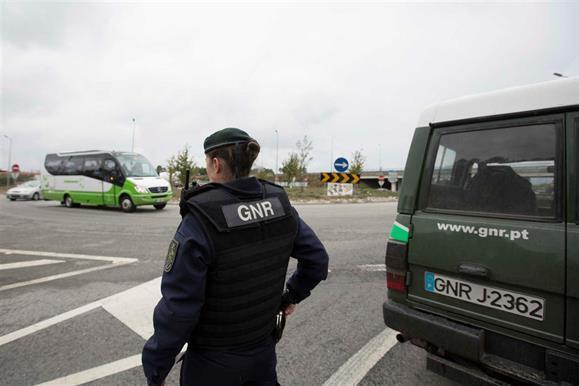 Resultado de imagem para Um GNR, um PSP e um inspetor tributário detidos por associação criminosa
