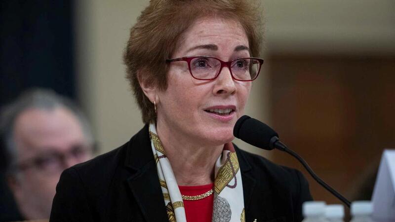 A ex-embaixadora dos EUA na Ucrânia testemunha no inquérito de destituição do presidente norte-americano