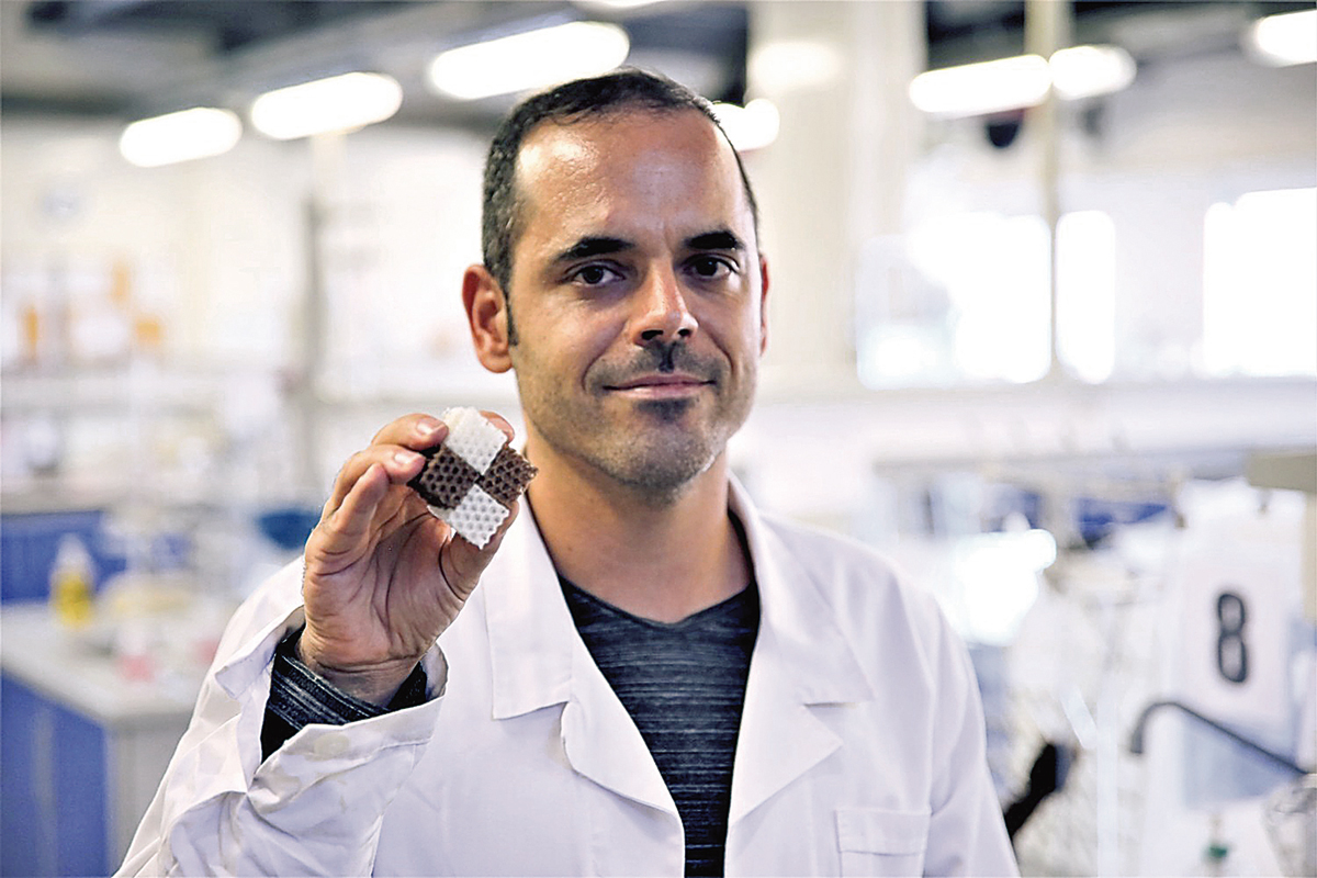 O investigador Nuno Gama, juntamente com o seu grupo de pesquisa, desenvolveu uma espuma de poliuretano