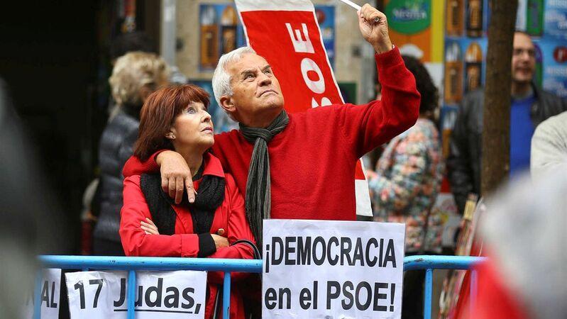 e664e128b59bb Socialistas espanhóis decidem pela abstenção e viabilizam governo de Rajoy