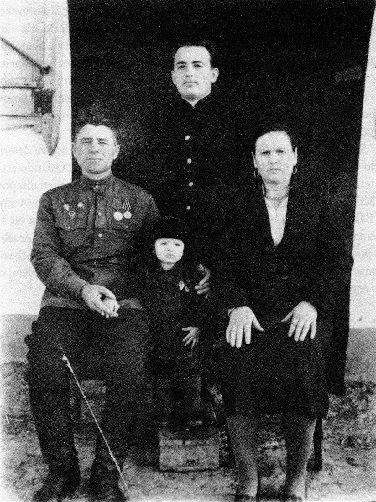 Pode dizer-se que o seu sucesso na política soviética ficou a dever-se à  sua personalidade e também à proteção de Andropov 7748fc49b04