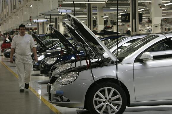 Resultado de imagem para Trabalhadores da Autoeuropa aprovam nova greve em Fevereiro