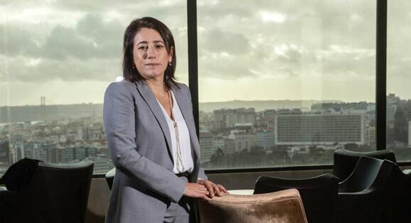 """Resultado de imagem para Constança Urbano de Sousa: """"Ser mulher pesou na forma por vezes desrespeitosa"""" como """"fui tratada por alguns"""""""
