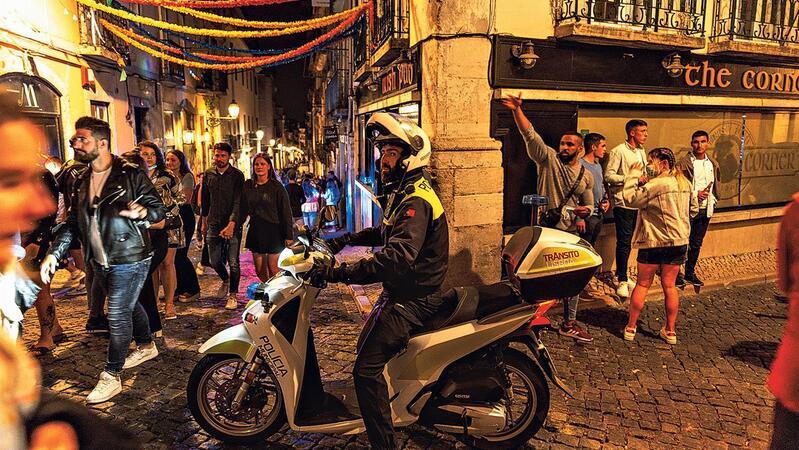 A PSP tem-se confrontado  com vários ajuntamentos  de jovens, nomeadamente no Bairro Alto, em Lisboa.