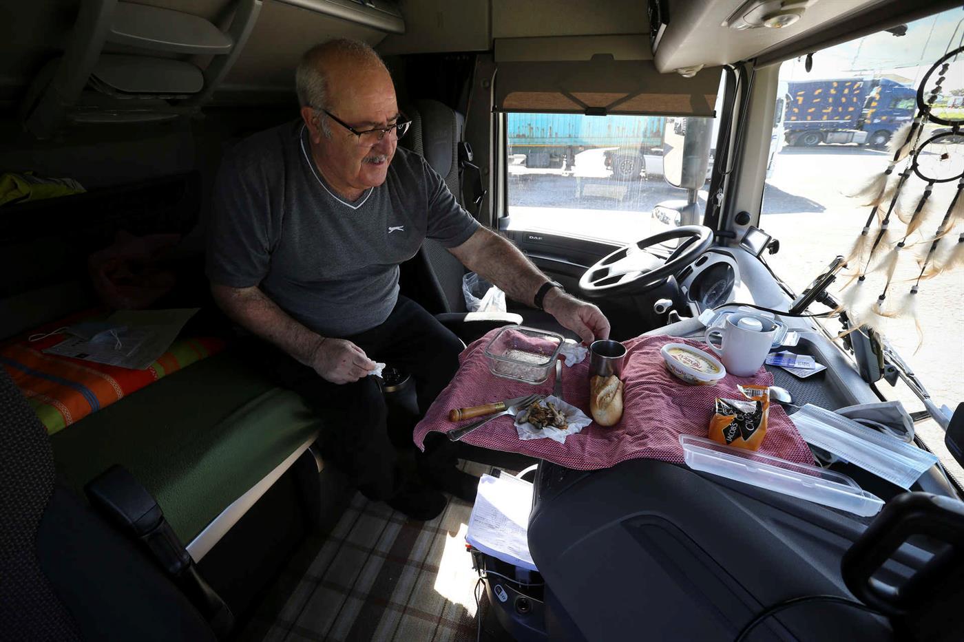 ¿Dónde almuerzan los que no pueden quedarse en casa?  ¿Y tus necesidades?