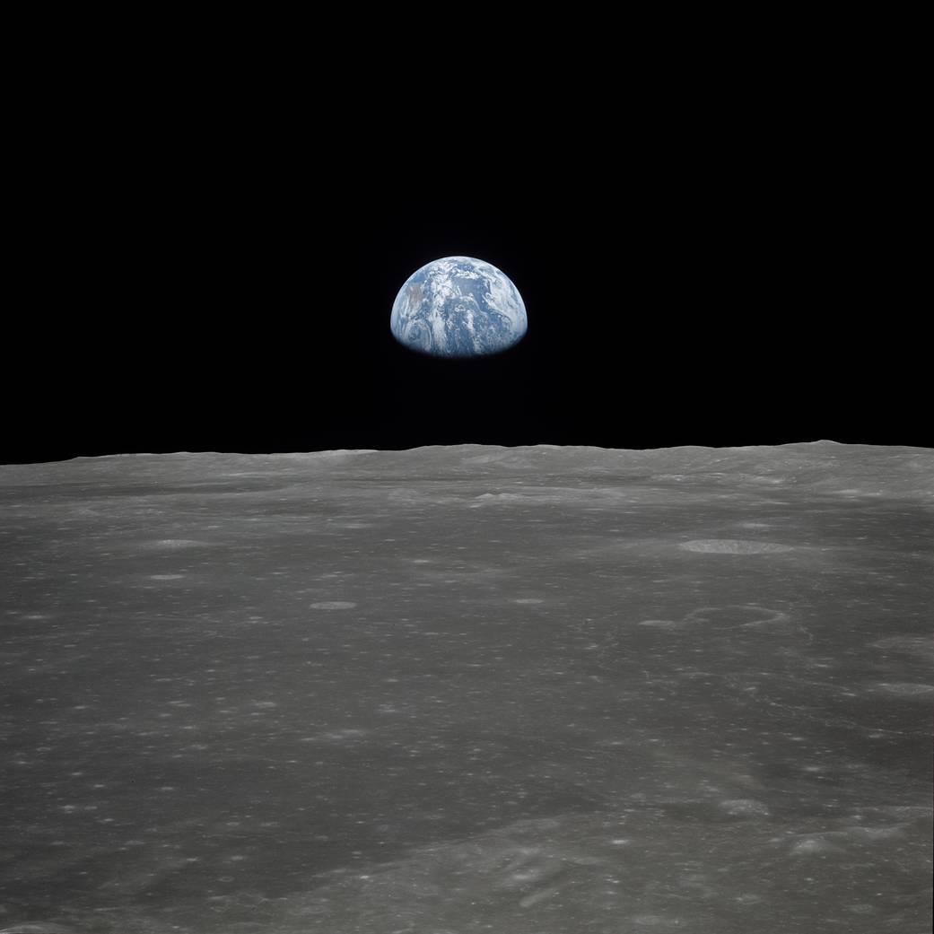 Terra no horizonte da Lua. Fotografia tirada na missão Apollo 11