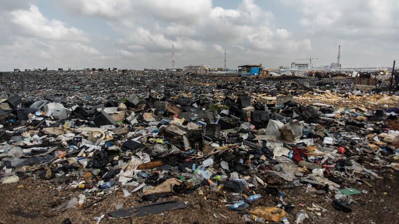 É junto a Acra, capital do Gana, que se encontra a Agbogbloshie, umas das maiores lixeiras de equipamentos