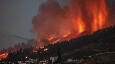Vulcão de La Palma já destruiu casas. Oito portugueses identificados