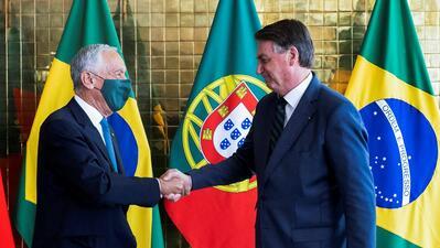 O Presidente da República de Portugal, Marcelo Rebelo de Sousa (esq.), e o Presidente da República do