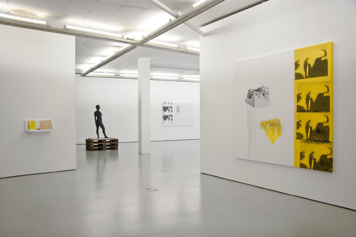 Sarmento trabalha com galerias de renome em Lisboa - nomeadamente com a Galeria Cristina Guerra.