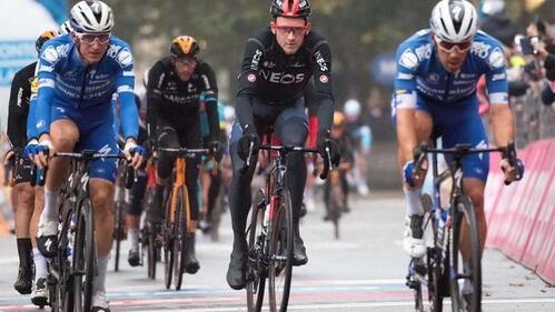 Caleb Ewan ganhou, mas a história do dia no Tour de France