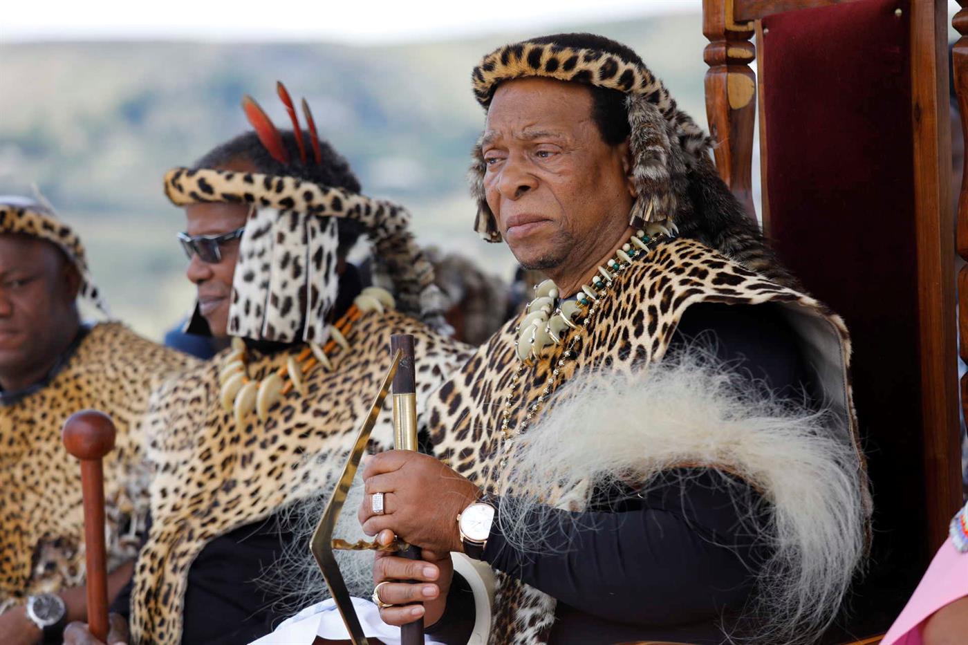 O rei zulu Goodwill Zwelithini numa foto de 2019. O monarca morreu a 12 de março, aos 72 anos, após meio