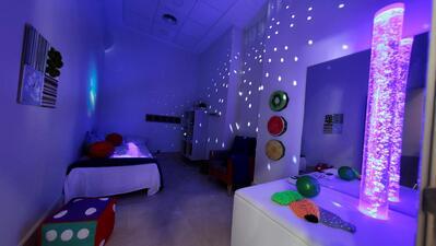 As salas Snoezelen são espaços que servem para estimular os sentidos dos doentes de Alzheimer.