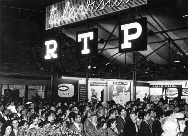 La transmisión experimental de RTP el 4 de septiembre de 1956 llevó a decenas de miles de personas a la feria.