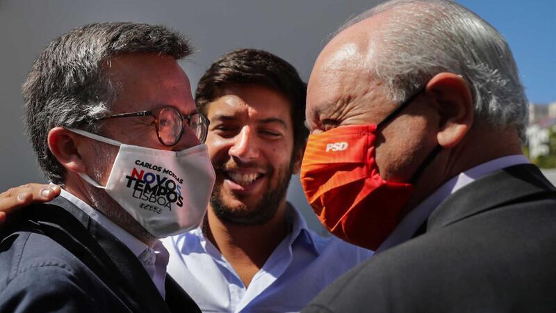 Três vitoriosos da noite eleitoral: Carlos Moedas (presidente eleito de Lisboa), Francisco Rodrigues