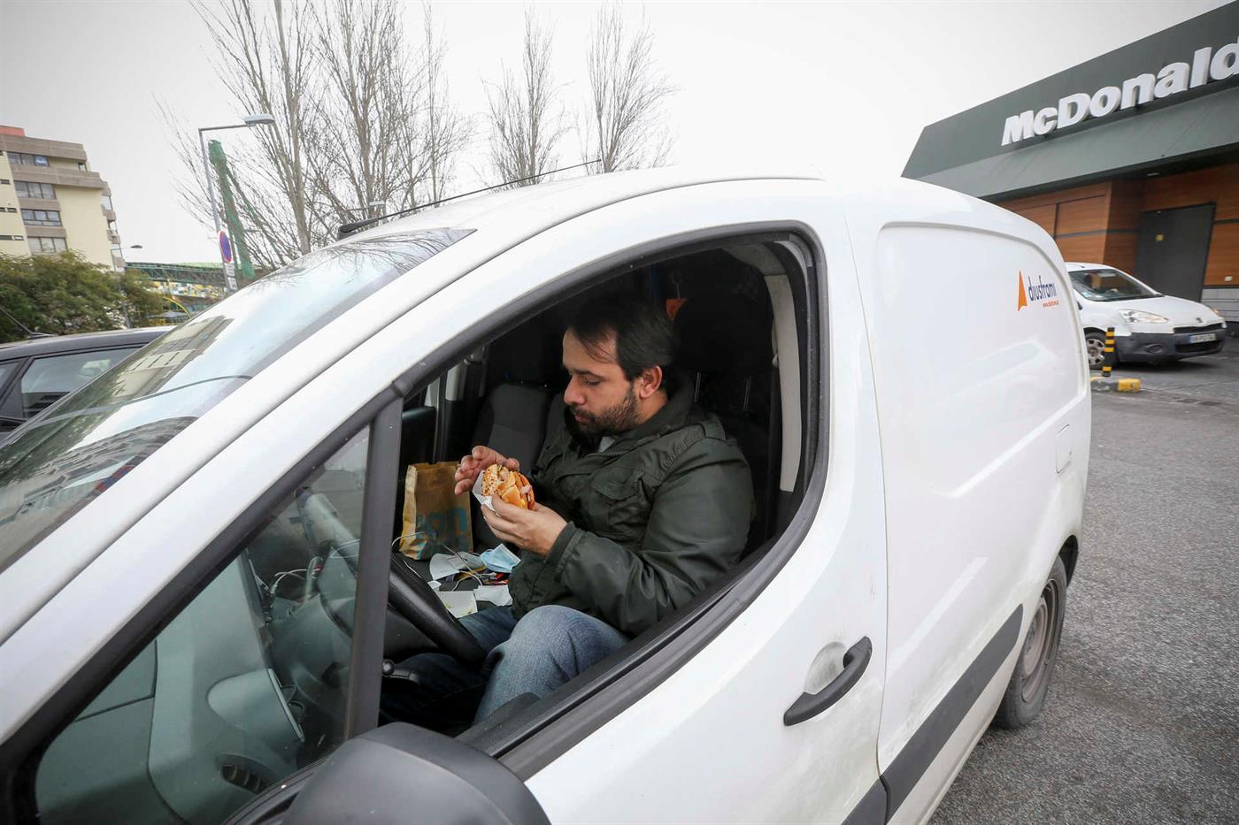 Lisboa - 18/02/2021.  Informe dónde almorzo con quienes trabajan fuera de casa, durante un período de pandemia de COVID-19